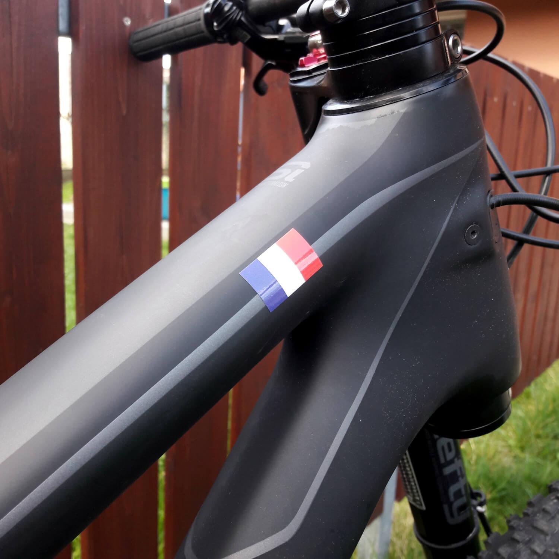 autocollant fait sur commande de nom de vélo avec le drapeau