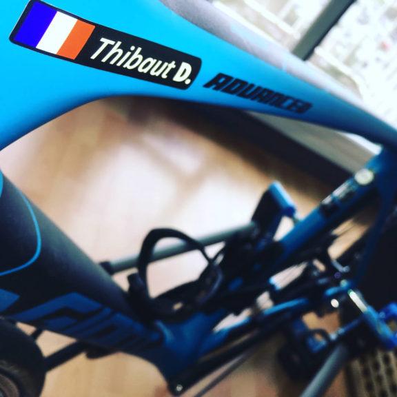 Pegatinas de ciclismo con nombre y bandera de Francia en bicicleta azul